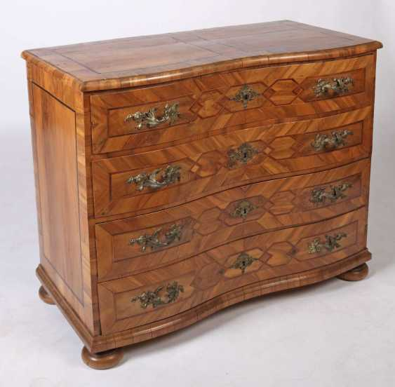 Four-drawer baroque chest of drawers 18th century - photo 2