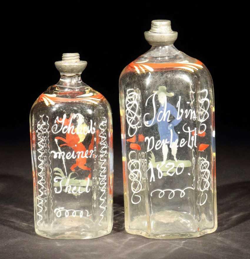 Zwei Schnapsflaschen Süddeutsch oder alpenländisch - photo 2