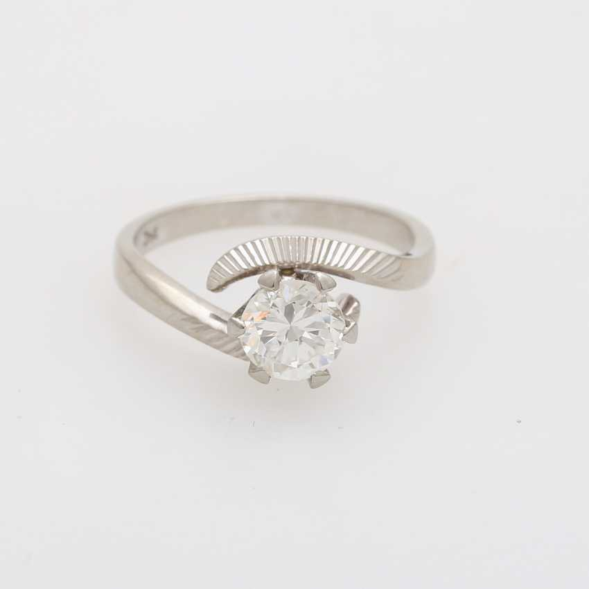 Solitaire ring with 1 diamond approximately 0.9 ct - photo 1