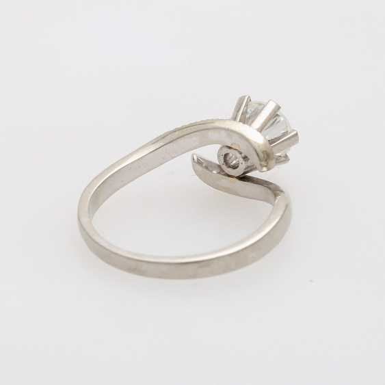 Solitaire ring with 1 diamond approximately 0.9 ct - photo 3
