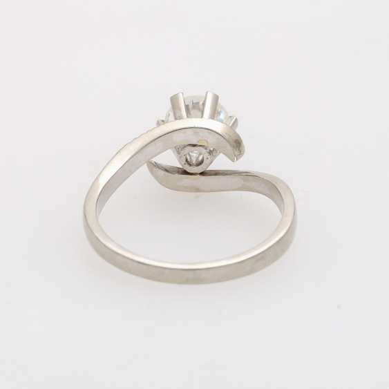 Solitaire ring with 1 diamond approximately 0.9 ct - photo 4