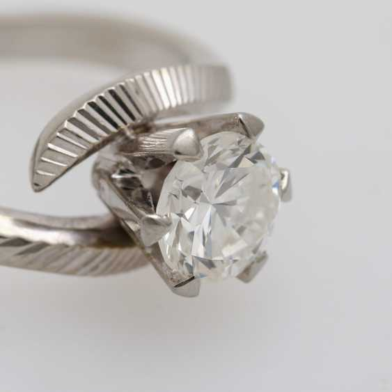Solitaire ring with 1 diamond approximately 0.9 ct - photo 6