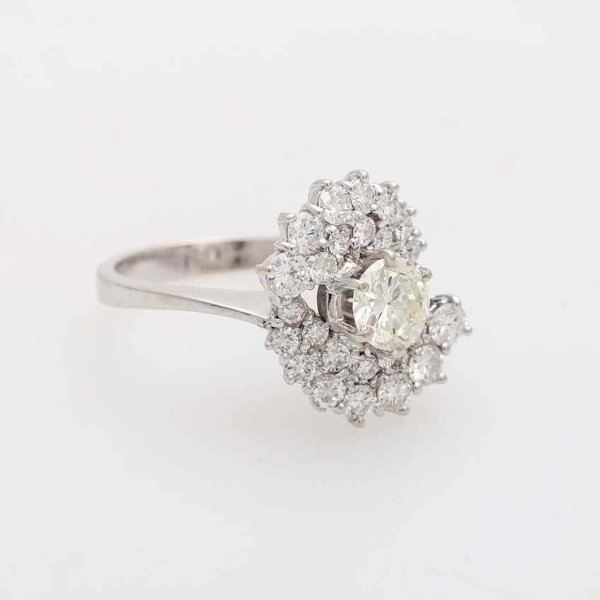 Ladies ring with beautiful brilliant stocking - photo 2
