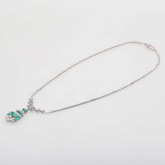 Necklace with emerald Baguettes & diamond - photo 3