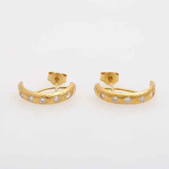 Pair of Hoop earrings with brilliant-cut diamonds, together approx 0.6 ct., - photo 1