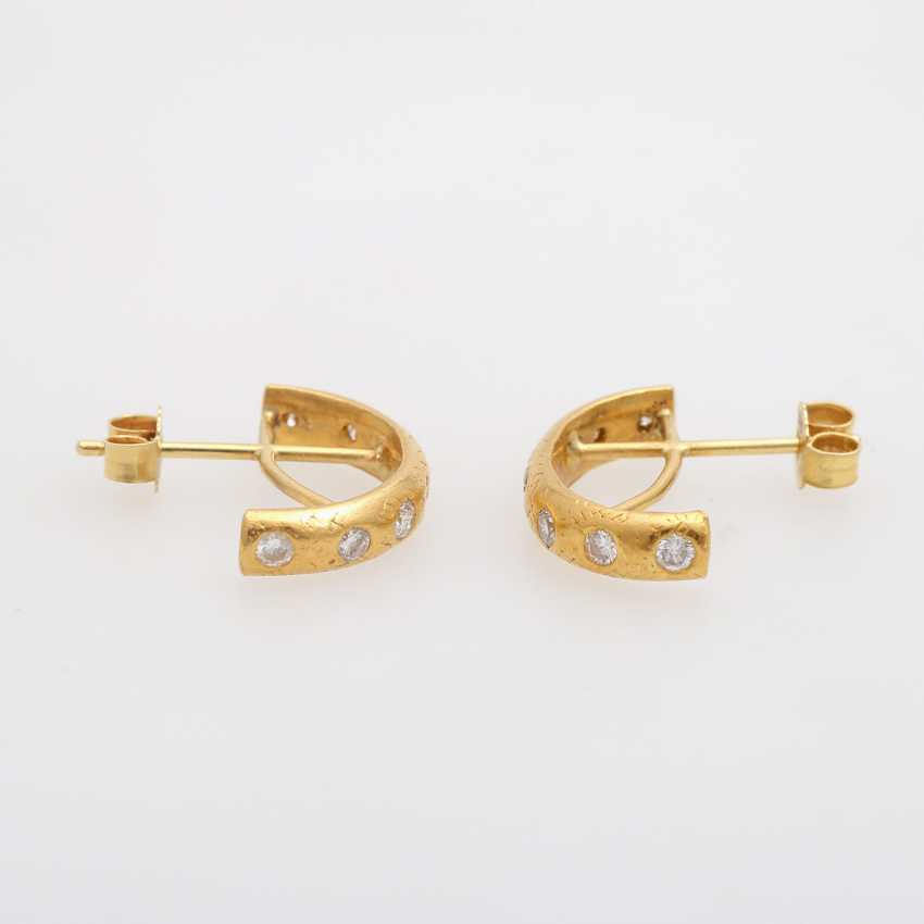 Pair of Hoop earrings with brilliant-cut diamonds, together approx 0.6 ct., - photo 2