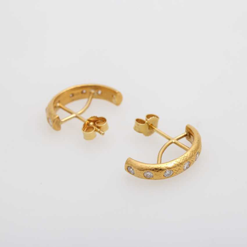 Pair of Hoop earrings with brilliant-cut diamonds, together approx 0.6 ct., - photo 3
