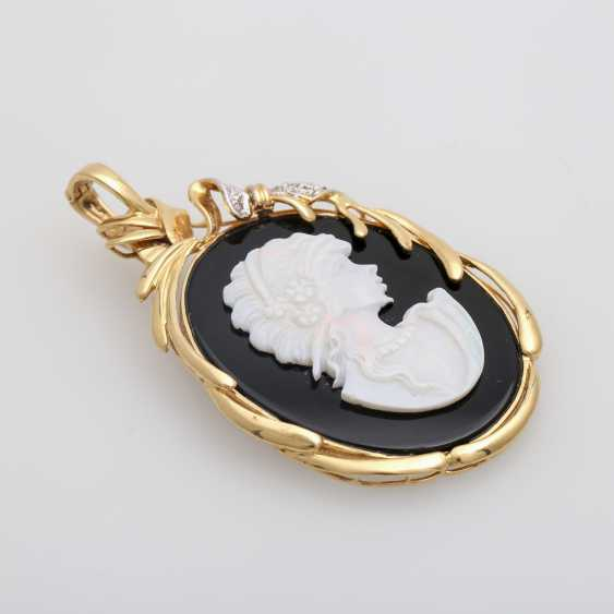 Pendant with an Opal-Onyx-cameo - photo 4