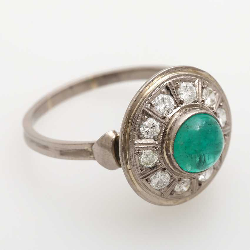 Ladies ring studded with 1 round emerald Cabochon - photo 2
