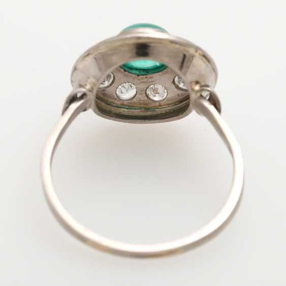 Ladies ring studded with 1 round emerald Cabochon - photo 4