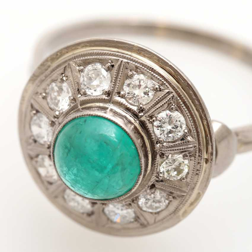 Ladies ring studded with 1 round emerald Cabochon - photo 5