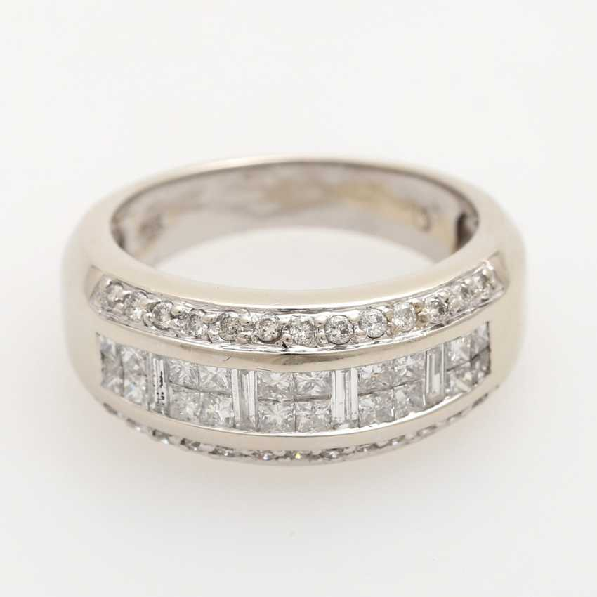 Ladies ring studded with 20 Princess - Cut diamonds, - photo 1