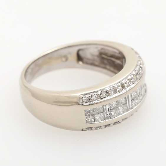 Ladies ring studded with 20 Princess - Cut diamonds, - photo 2