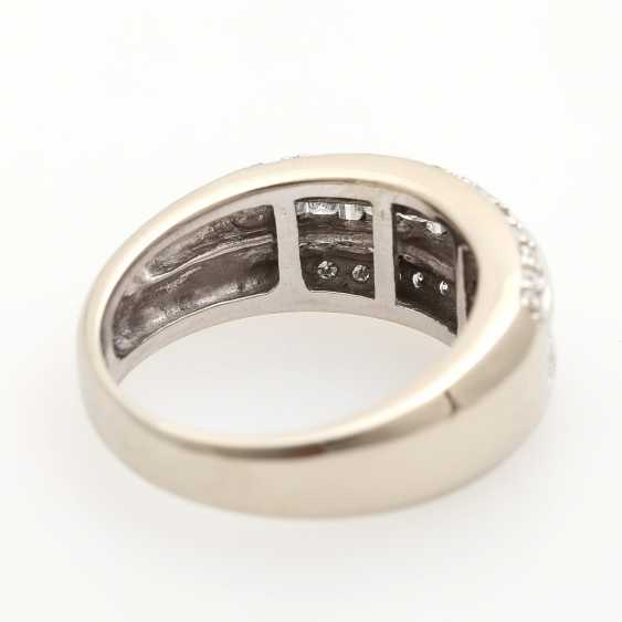Ladies ring studded with 20 Princess - Cut diamonds, - photo 3