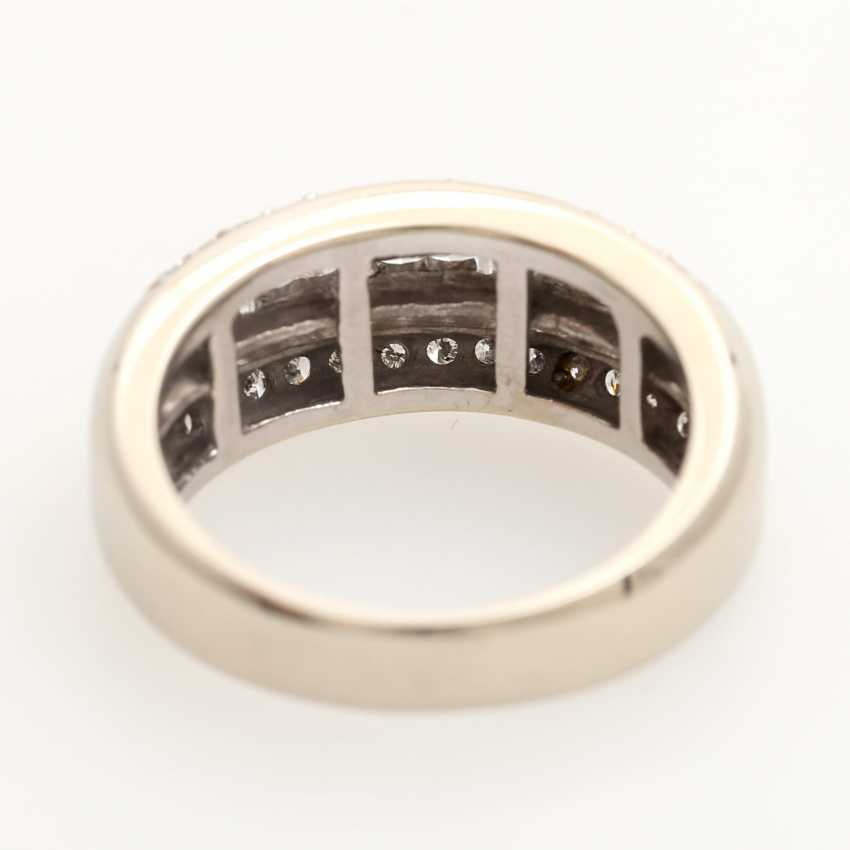 Ladies ring studded with 20 Princess - Cut diamonds, - photo 4