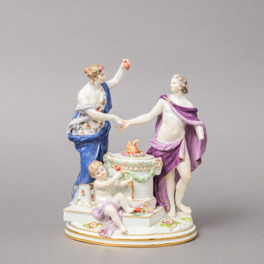 "MEISSEN allegorical figure group of ""the Faithful"", 1870-1923. 1. Choice. - photo 1"