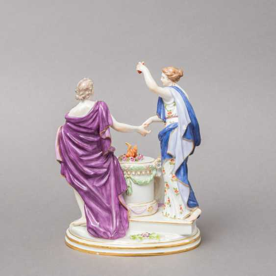 "MEISSEN allegorical figure group of ""the Faithful"", 1870-1923. 1. Choice. - photo 2"