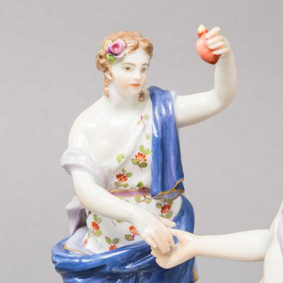 "MEISSEN allegorical figure group of ""the Faithful"", 1870-1923. 1. Choice. - photo 5"