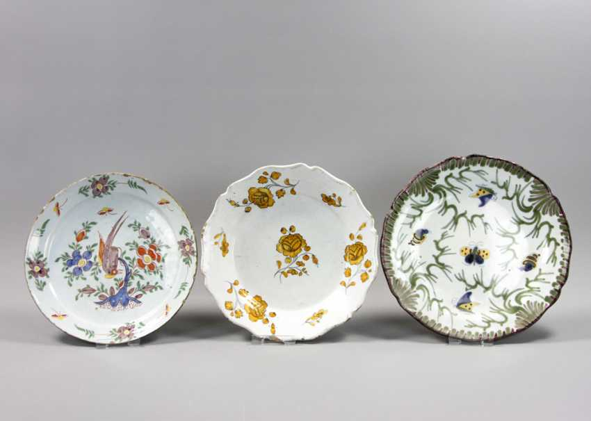 South German, among other things, three faience plate 18. / 19. Century, - photo 1