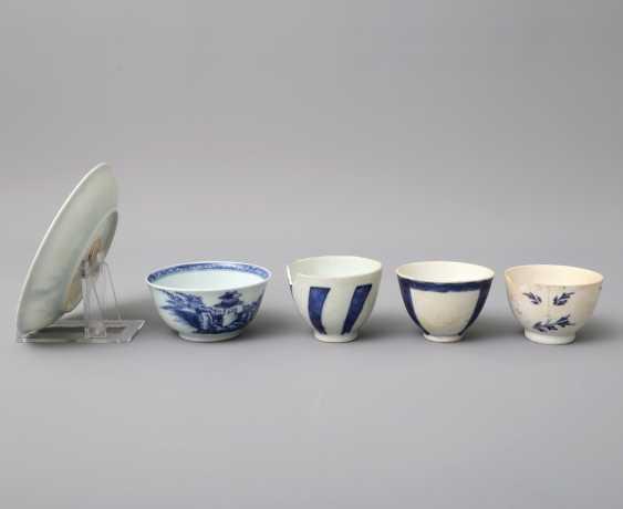 KonvoluTiefe: 5 teilig, unter anderem Zwei Teile NANKING CARGO Porzellan. CHINA, um 1753 - photo 2