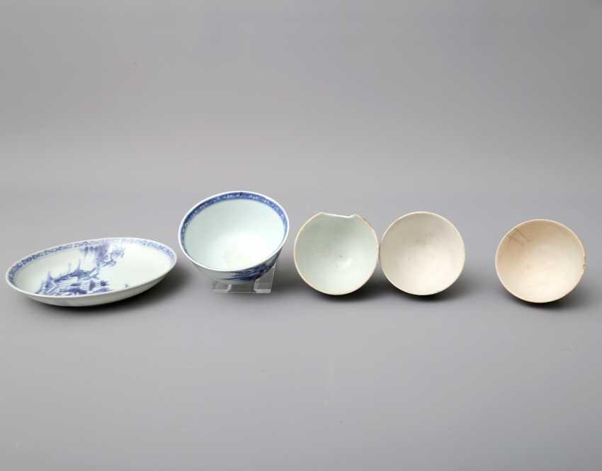 KonvoluTiefe: 5 teilig, unter anderem Zwei Teile NANKING CARGO Porzellan. CHINA, um 1753 - photo 5