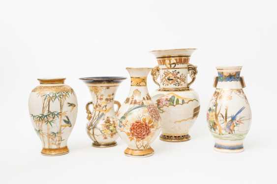 KonvoluTiefe: 5 Vasen im Satsuma-Stil. JAPAN, 20. Jahrhundert - photo 1