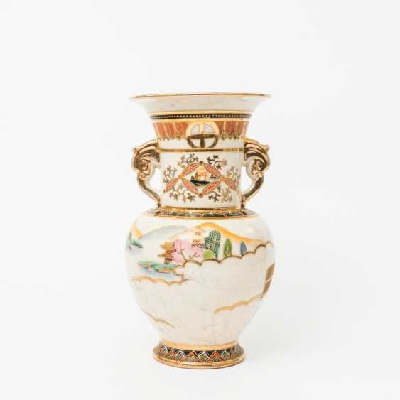 KonvoluTiefe: 5 Vasen im Satsuma-Stil. JAPAN, 20. Jahrhundert - photo 2