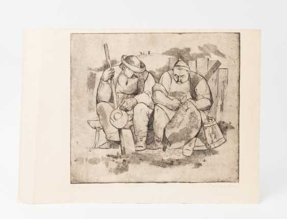 """SLAVIC ARTISTS 20. Century, """"Two peasants sitting on a bench"""", - photo 2"""