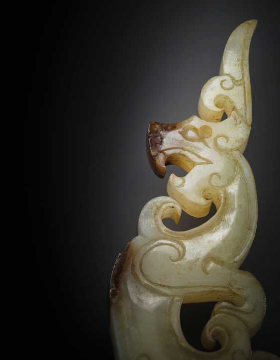 A VERY RARE AND FINE WHITE AND RUSET JADE 'DRAGON' PENDANT, ... - photo 3
