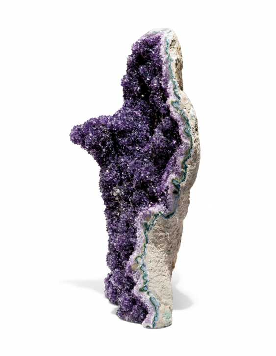 A LARGE AMETHYST GEODE - photo 2