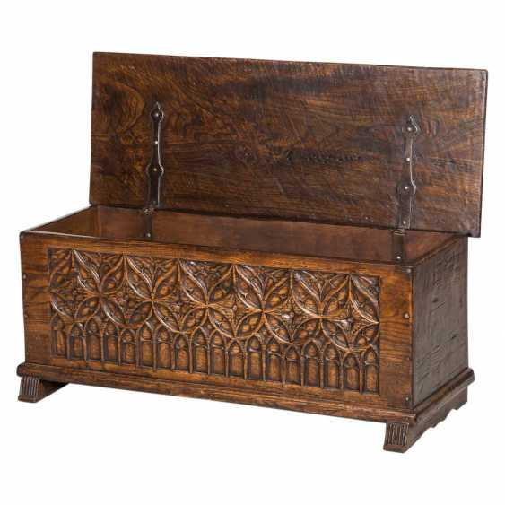 CHEST IN THE GOTHIC STYLE - photo 1
