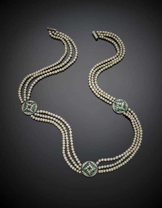 Three strand mm 3.50-4.50 circa natural saltwater pearl necklace with old mine diamond and emerald spacers - photo 1