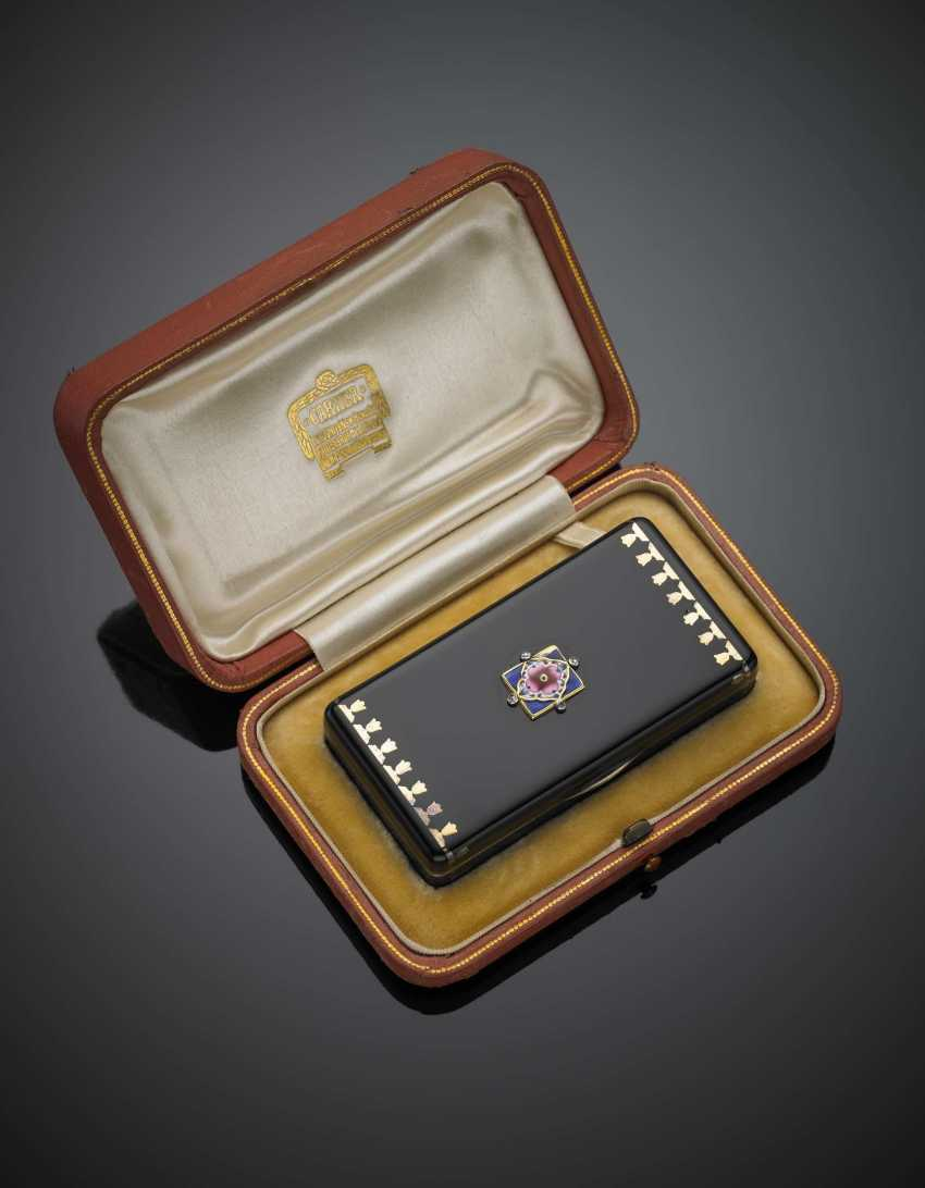 CARTIER | Silver and gold alloy and black enamel box on the cover an enamel flower and small diamonds - photo 1