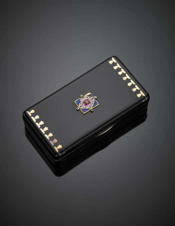 CARTIER | Silver and gold alloy and black enamel box on the cover an enamel flower and small diamonds - photo 2