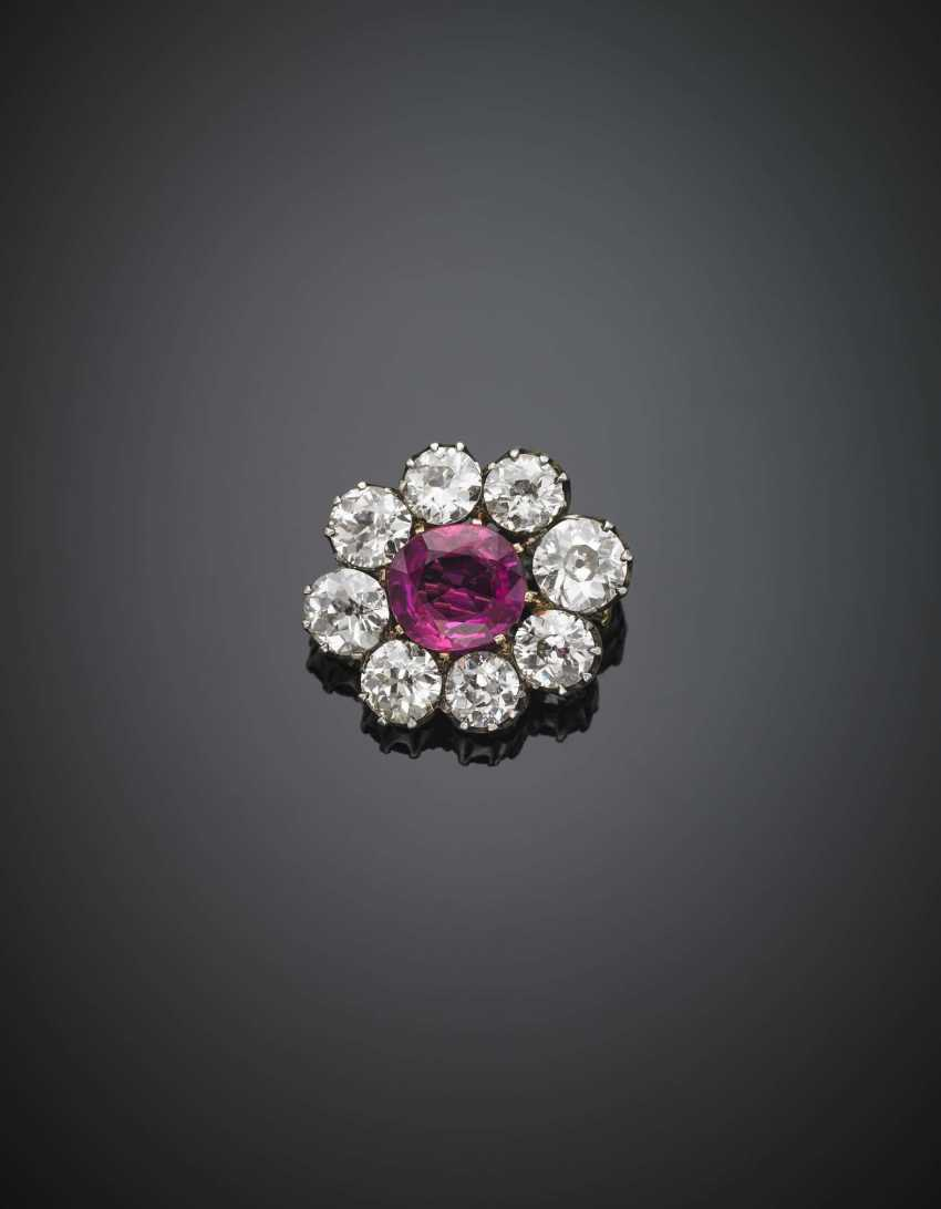Cushion shape ct. 7.88 ruby and old mine diamond in all ct. 14.00 circa silver and gold cluster pendant/brooch - photo 1