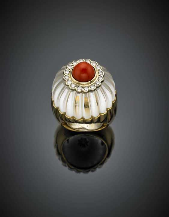 DAVID WEBB | Carved hyaline quartz coral and diamond yellow gold flower ring - photo 1