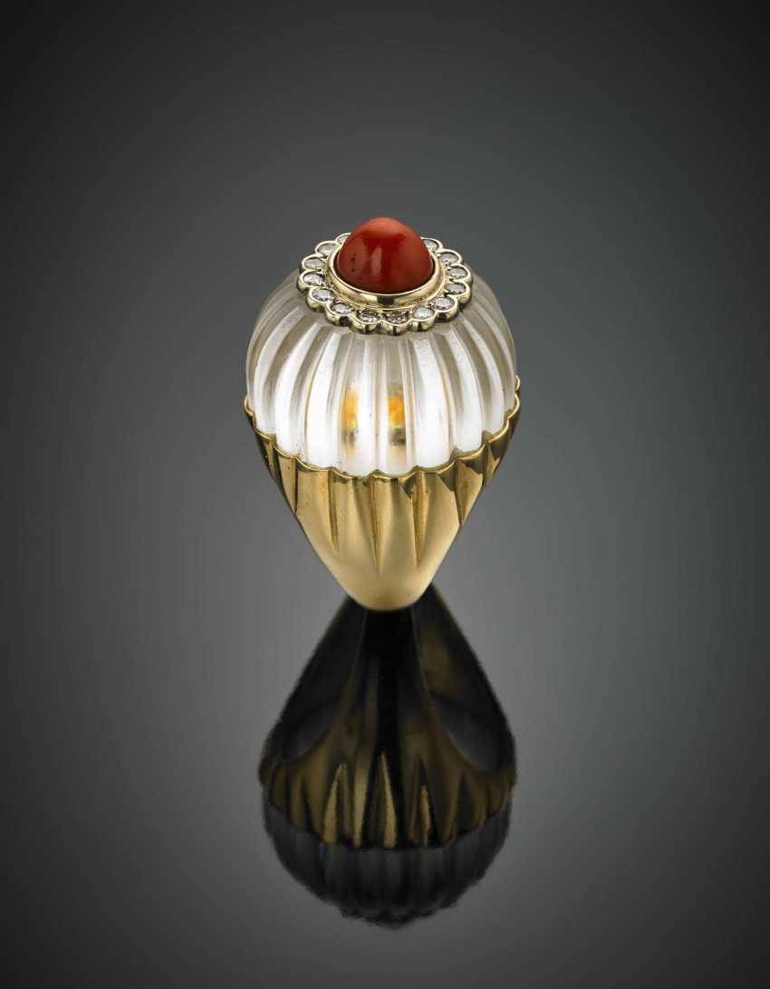 DAVID WEBB | Carved hyaline quartz coral and diamond yellow gold flower ring - photo 2