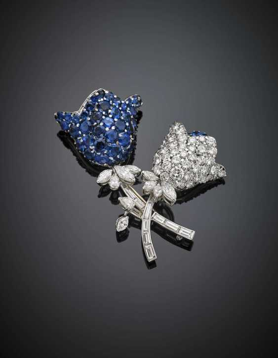 Round and tapered diamond with sapphire white gold brooch - photo 2