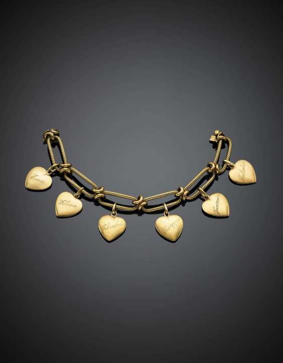 Bracelet chaîne en or jaune avec six pendentifs coeurs - photo 1
