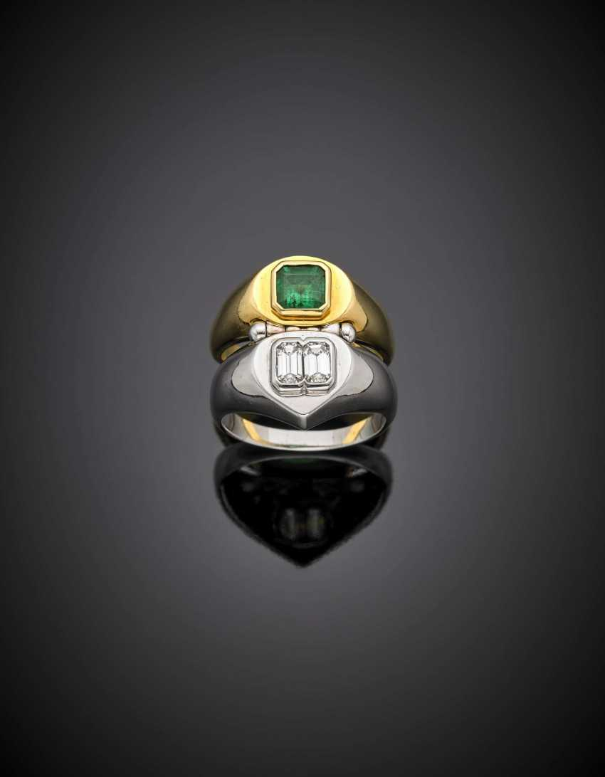Bi-coloured gold double hinged ring with two step cut diamonds in all ct. 0.70 circa and a step cut emerald ct. 1.10 circa - photo 1