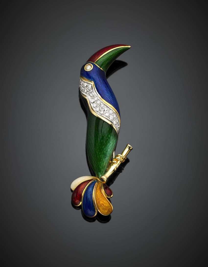 ILLARIO PER FASANO  | Bi-coloured gold guilloché enamel diamond accented toucan brooch - photo 1