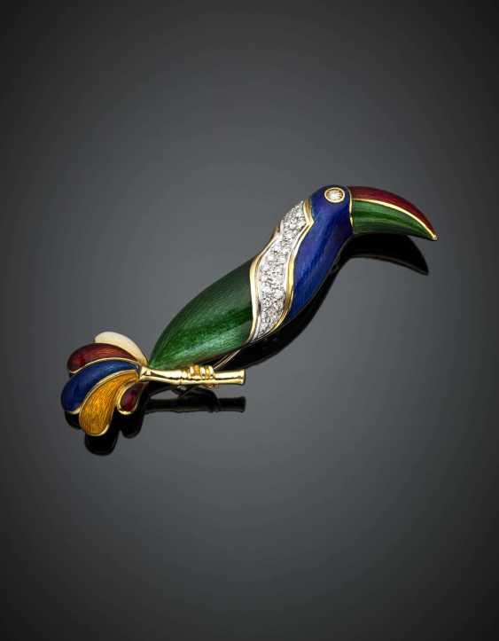 ILLARIO PER FASANO  | Bi-coloured gold guilloché enamel diamond accented toucan brooch - photo 2