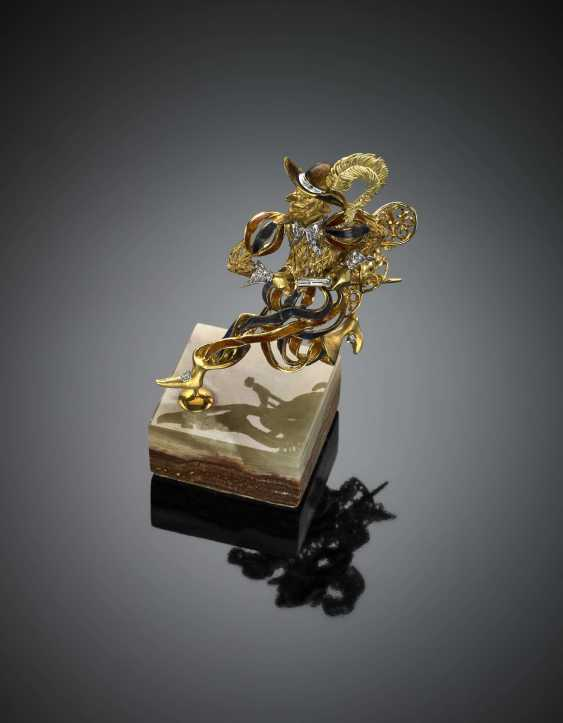 Bi-coloured gold enamel and diamond musketeer with pedestal - photo 2