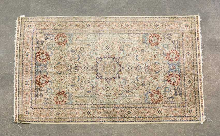 Oriental rug made of silk. 20. Century, approx. 150x91,5 cm - photo 1