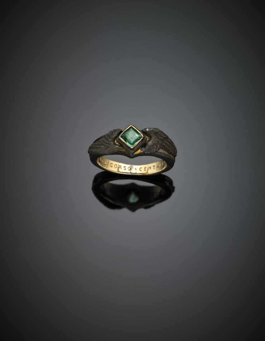 Yellow gold and iron memorial ring with carré emerald - photo 1
