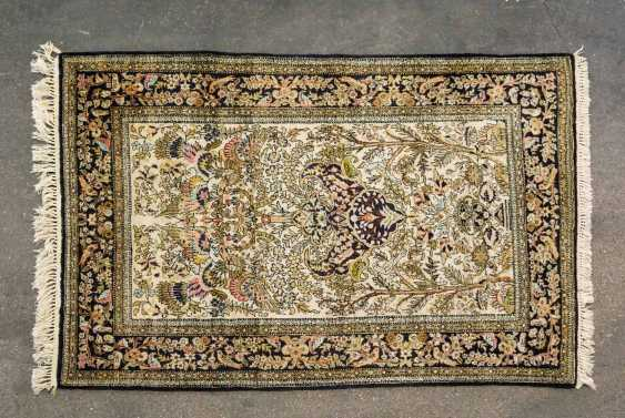 Oriental rug made of silk. QOM / IRAN, 20. Century, 151x105 cm - photo 1
