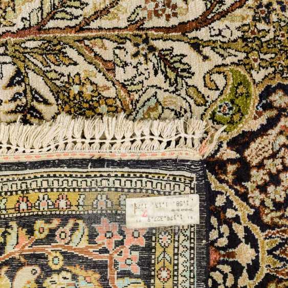 Oriental rug made of silk. QOM / IRAN, 20. Century, 151x105 cm - photo 2
