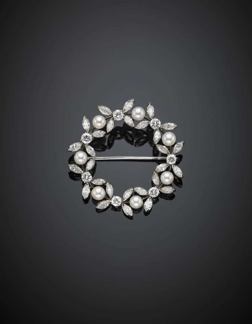 White gold diamond and pearl wreath brooch - photo 1