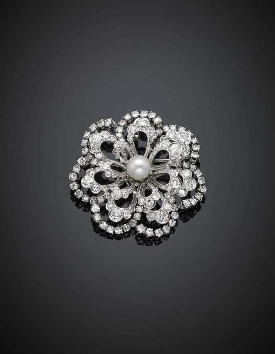 Round and single cut diamond with pearl white gold flower brooch/pendant - photo 1