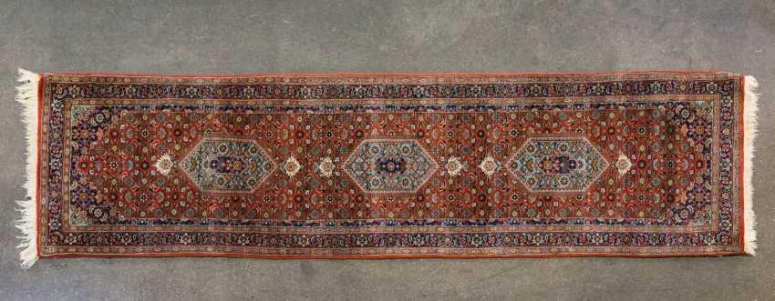 Orient carpet. MIRZAPUR / INDIA, 20. Century, approx. 320x82 cm - photo 1